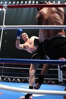 Sammy Schielt passa por cima de Hari e sagra-se o campeão de 2009