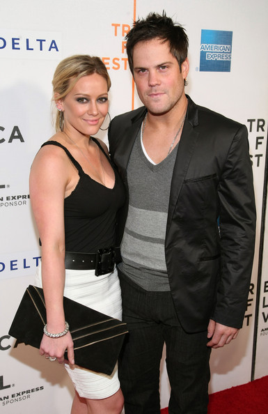 are hilary duff and mike comrie still dating