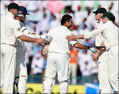 http://1.bp.blogspot.com/_9T2cRtlgHV0/SPhcw4dvnbI/AAAAAAAABe4/rkubcYEN9Ow/s400/Sachin-Tendulkar.jpg