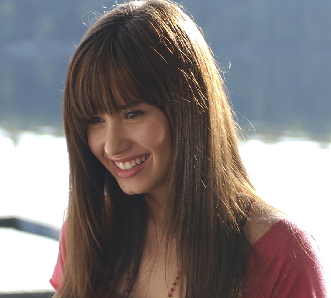 http://1.bp.blogspot.com/_9TPeNk64rOc/TSFFpDYk0WI/AAAAAAAAAP4/kKzGIYK6hLY/s1600/Demi_Lovato.jpg