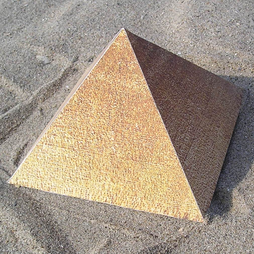 WORLD UNIQUE: Pyramid