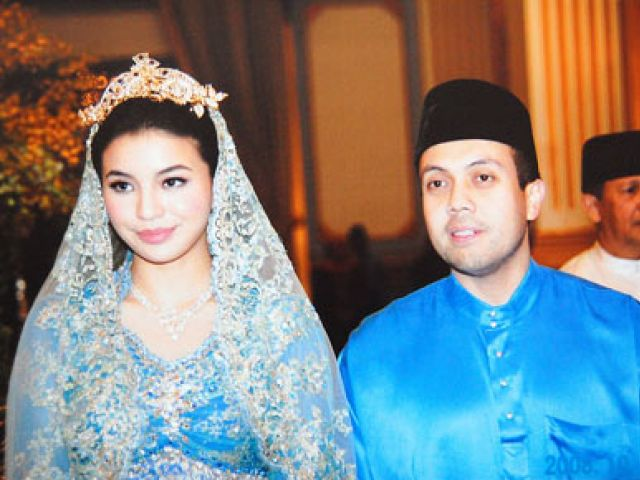 Mano saat dinikahi Fakhri