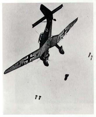 """""""Aviones famosos: Polikarpov I-16, más conocido como Rata o Mosca"""" - breve libro con ilustraciones de la editorial San Martín - año 1978 - en los mensajes: """"Aviones famosos: Junkers Ju 87 o Stuka"""", de la misma editorial Stuka!"""