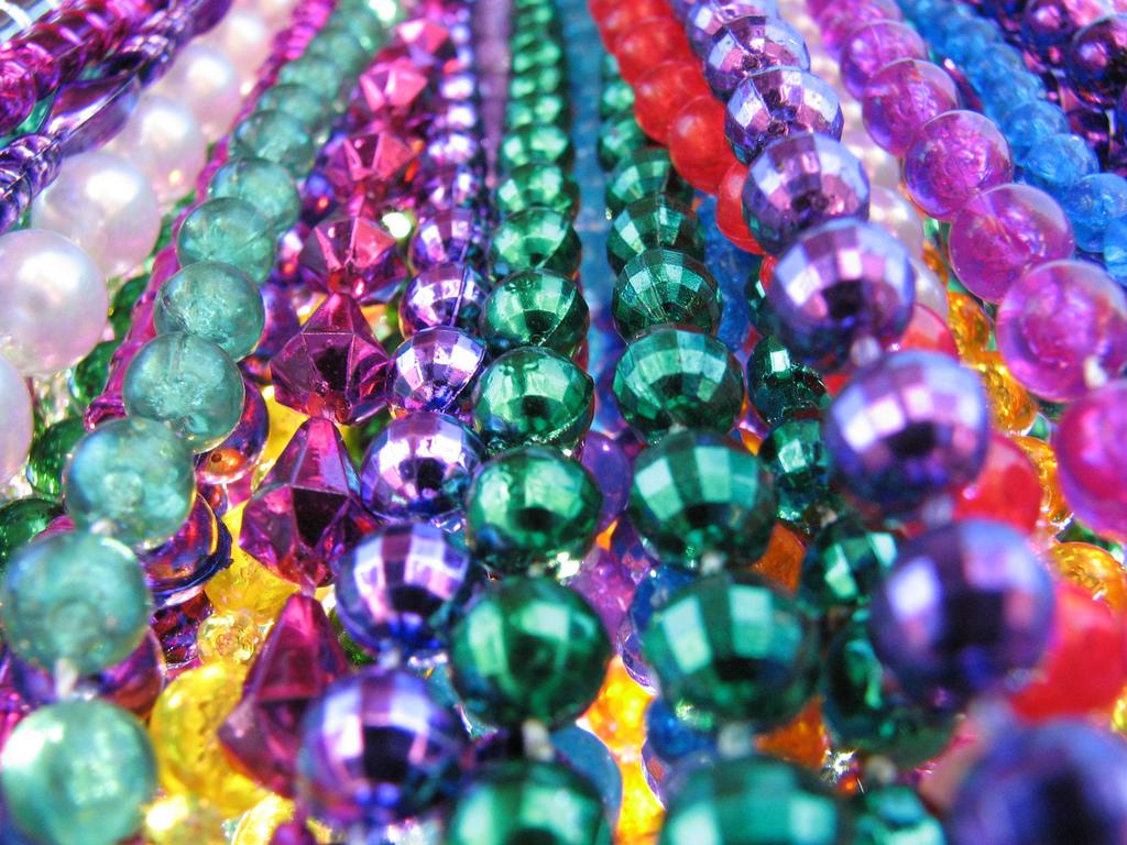 http://1.bp.blogspot.com/_9Y2Ryaojwvw/TJwiCmBf7mI/AAAAAAAAAyw/5Ons9kiQY30/s1600/mardi_gras_beads2.jpg