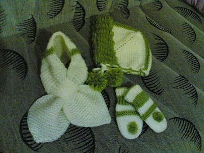 Bebek şapka, atkı ve eldiveni
