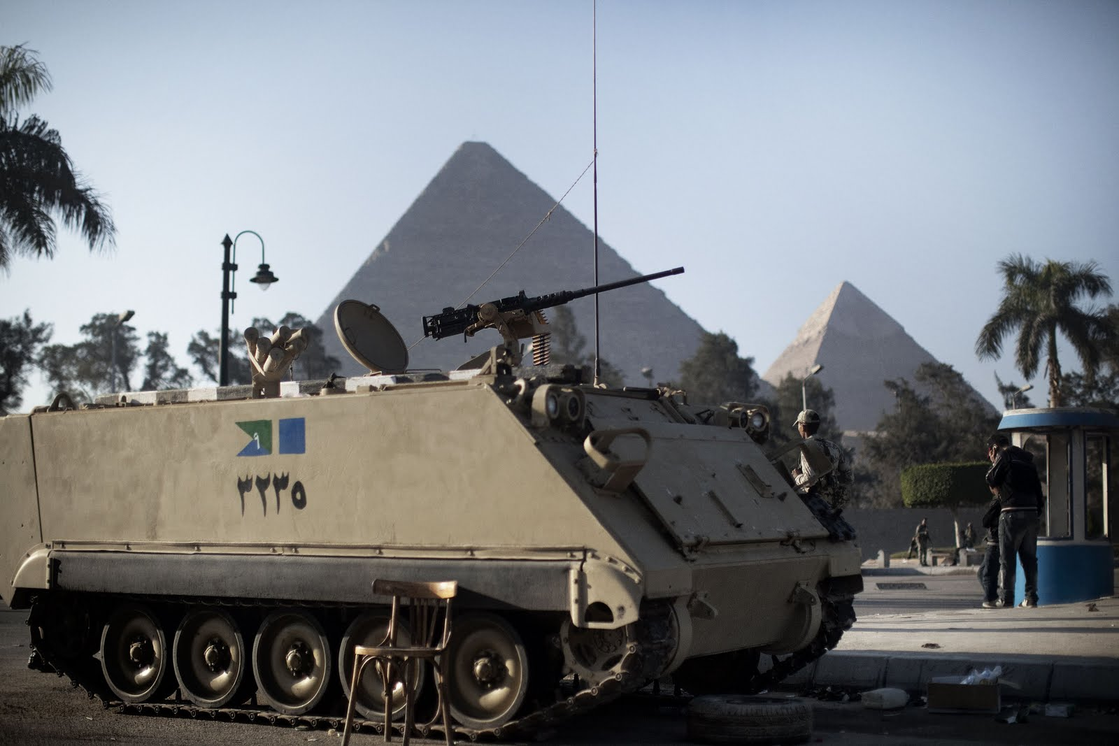 Egyptian army soldiers take