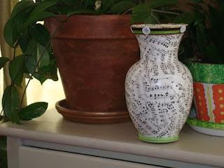 ملف كامل للديكوباج علشان تزيني غرفتك سفرتك صالونك مطبخك كل اللى انت عايزاه ملف متجدد Hymm+book+decoupage+vase+14
