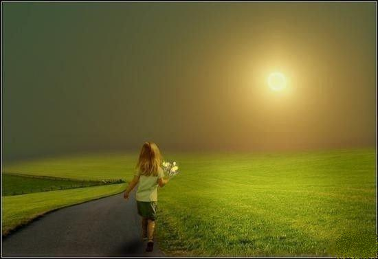 ..καποτε, κρατωντας στα χερια της μονο μερικα λουλουδια, εφυγε μακρια ακολουθωντας τον Ηλιο...