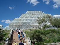 Parece un invernadero de Almería pero es una biosfera, ¡maldita sea!