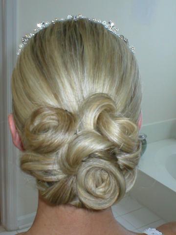 [2008-wedding-hairstyles5.jpg] رنگ مو عسلی