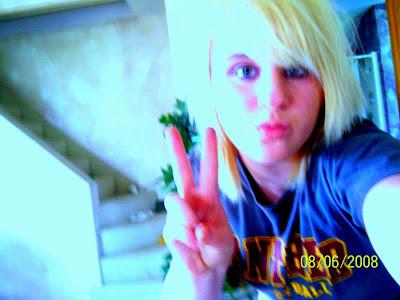 blonde hair emo girl. londe emo hair style emo girl