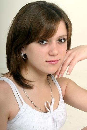 http://1.bp.blogspot.com/_9Zf_P9g6cuo/SWyIvM7iMgI/AAAAAAAACoI/I1yCr7GMR2g/s400/medium-length-hairstyles-picture.jpg