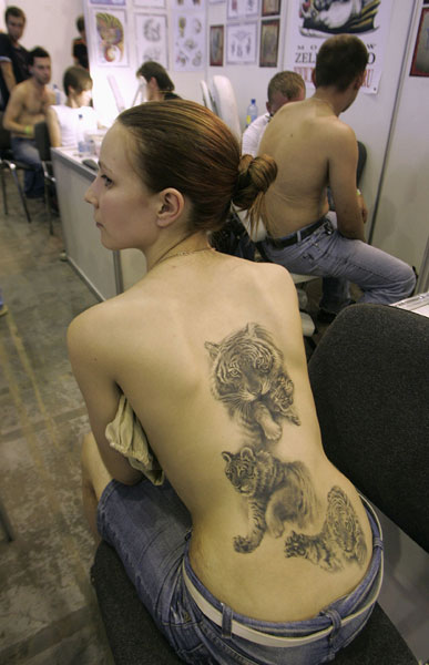 cool girl tattoos. Girl with Cool tiger tattoo on