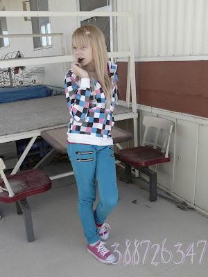 emo style hair girl. long blonde hair style