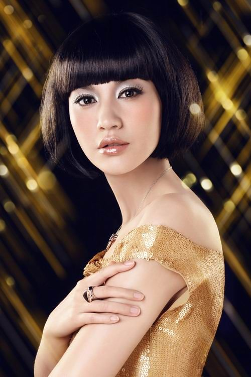 Cute Short Bob Hairstyle with Black Hair Color for Women