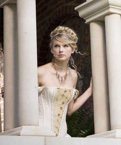 Taylor Swift Perfect Curly Hairstyle With Braids 2008 style