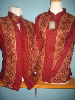 Foto Baju Batik 2010 Sepasang Ayah Ibu Laki Perempuan Murah Grosir Rumah Islami 2010