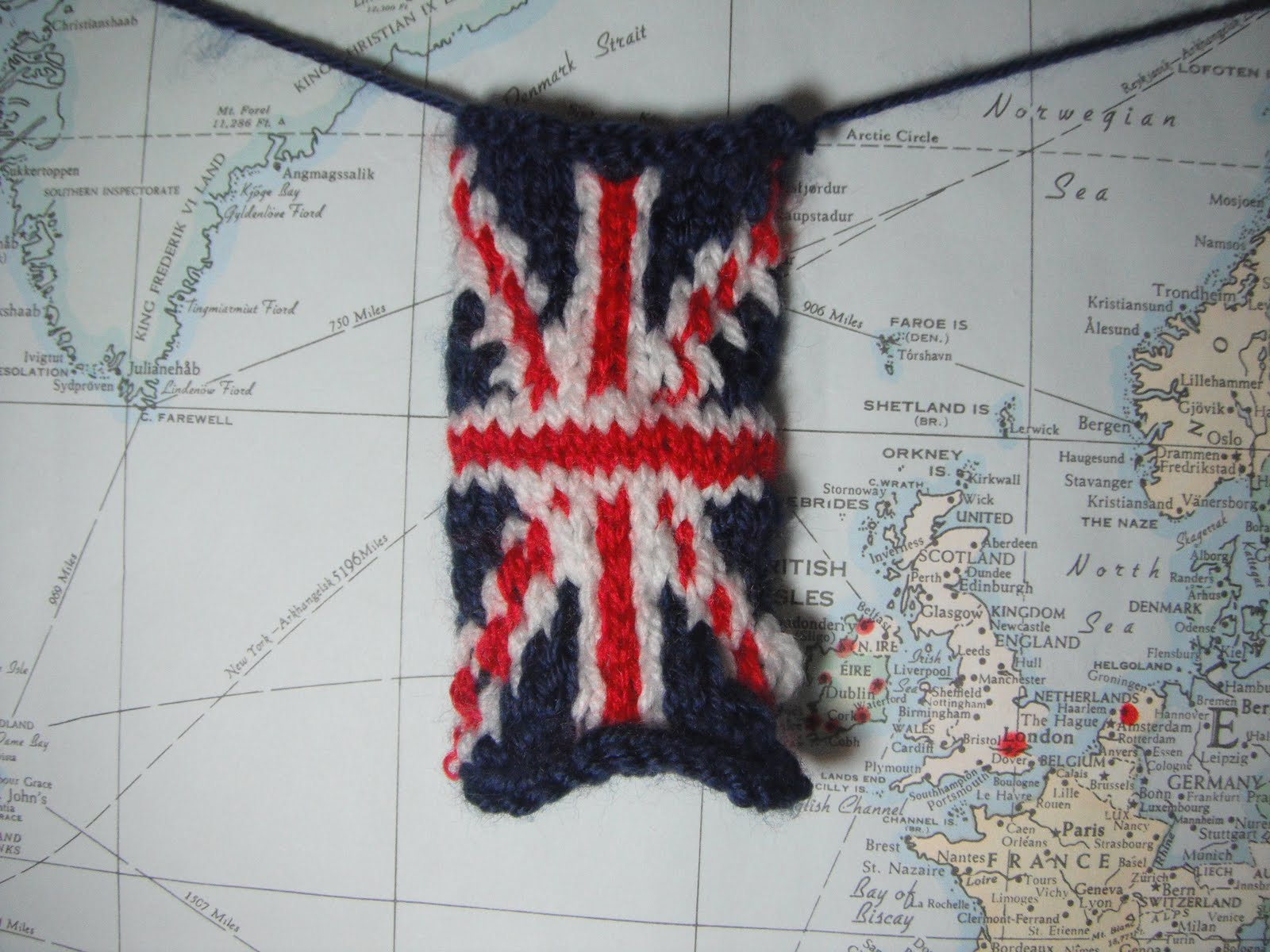 Knitting Pattern For Union Jack : Honey Nutbrowns: Knitting! The Union Jack Flag Pattern
