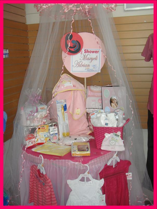 Maweli Adrian De Pena Y Nestor Pena Celebran El Baby Shower De Su