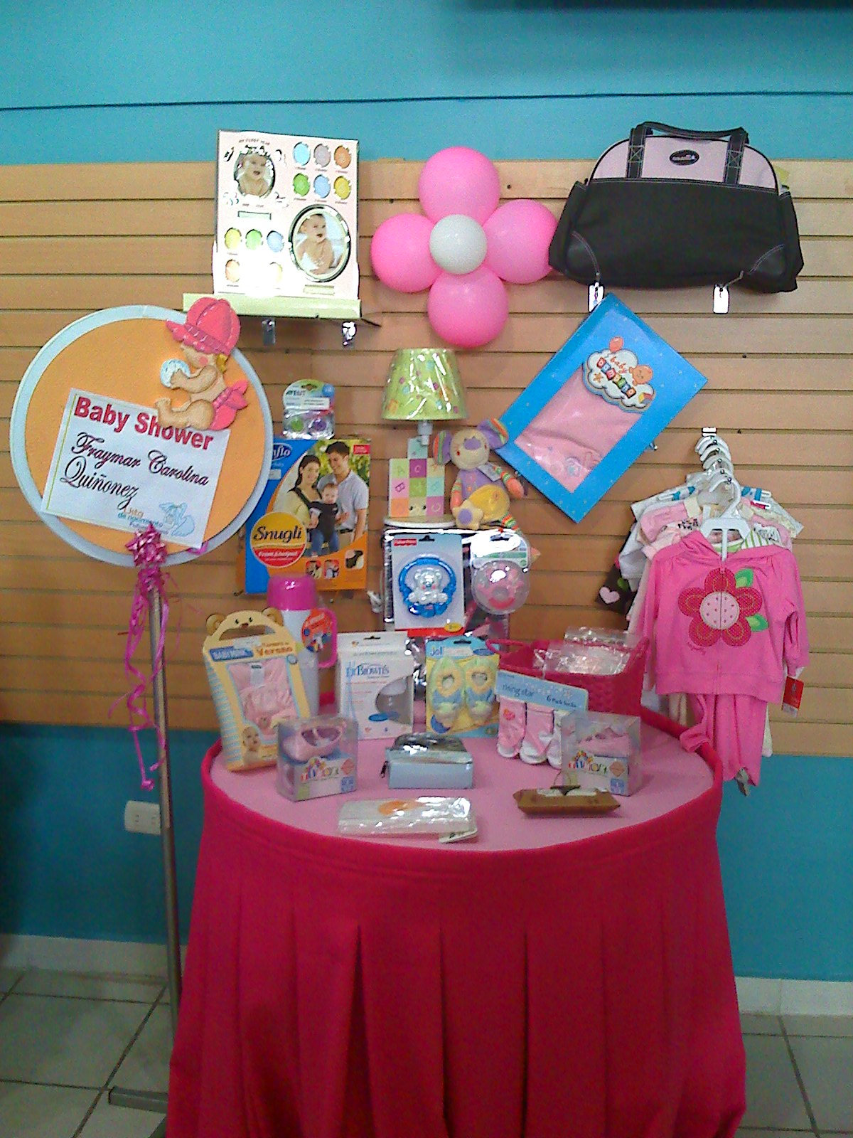 Baby shower como decorar un estuche de toallitas humedas for Novedades para baby shower