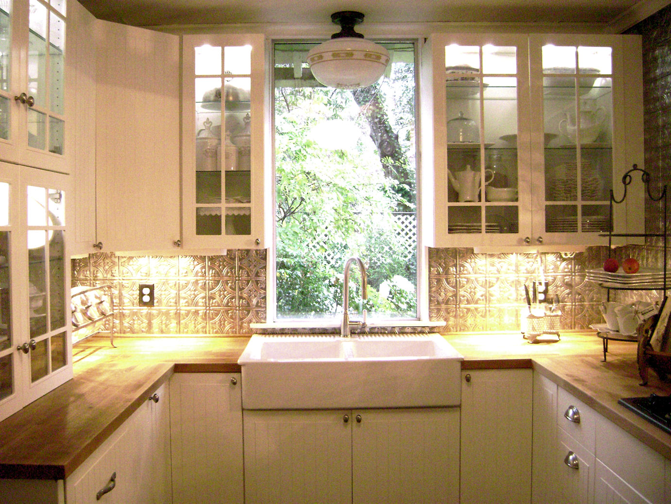 LaurieAnna's Vintage Home: Small Kitchen ~ Big Surprises!!