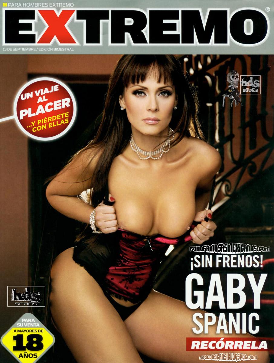 Mujer desnuda en la revista