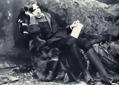 Oscar Wilde reclinat