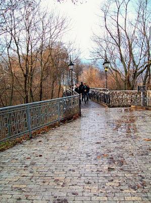 Вход на Парковый мостик