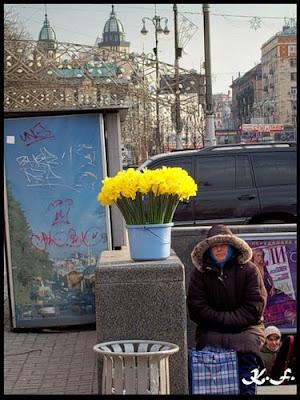 Торговля весенними цветами на Крещатике