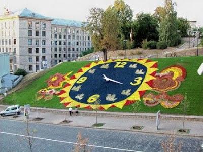 Цветочные часы на Институтской