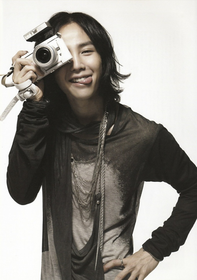 Pasando revistas - Jang Geun Suk Download006