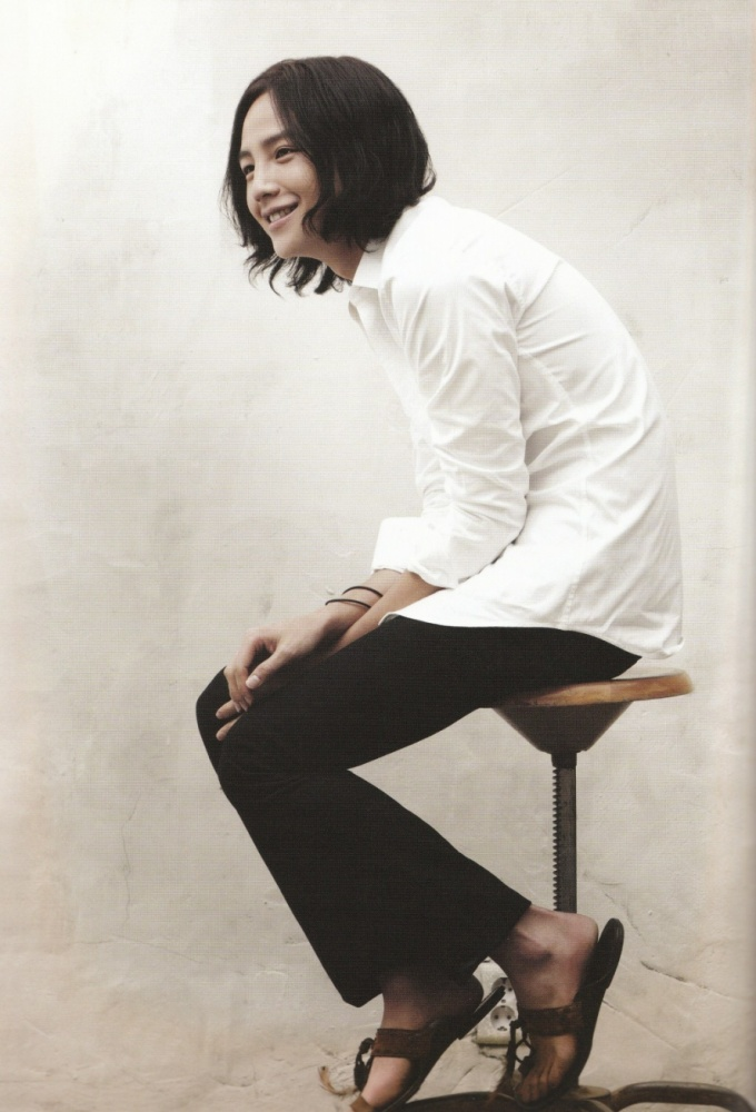 Pasando revistas - Jang Geun Suk Download014u