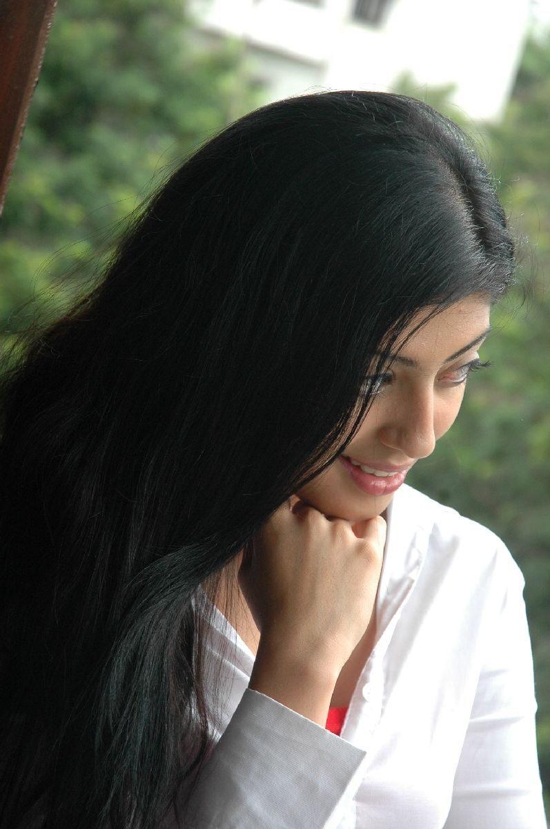 telugu actress praneetha latest stills   masala hot pictures