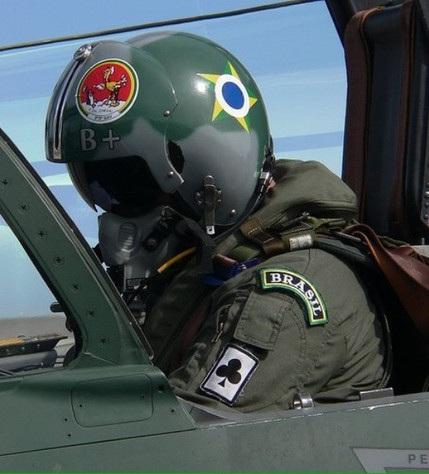 Analistas criticam adiamento de compra de caças para a Força Aérea
