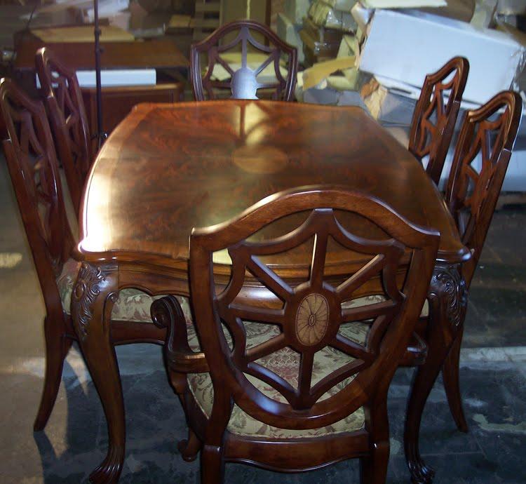 Stunning Thomasville Furniture Kent Park Mahogany Dining Table