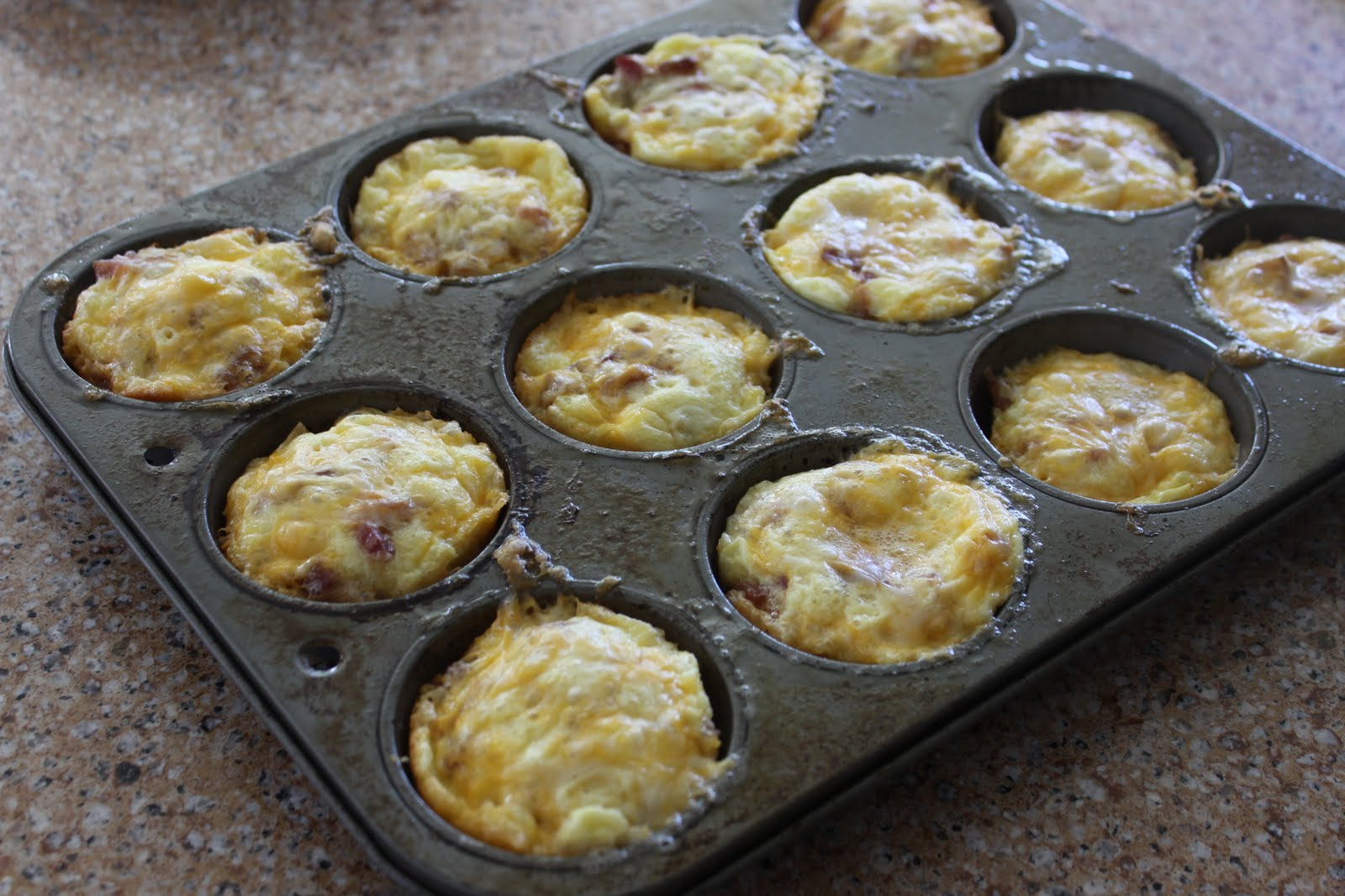 Feeding-a-bunch-a-Munchkins: Mini Sausage, Bacon, Cheese, Egg Cups