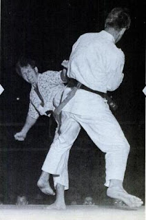 Chuck Norris vs Joe Lewis