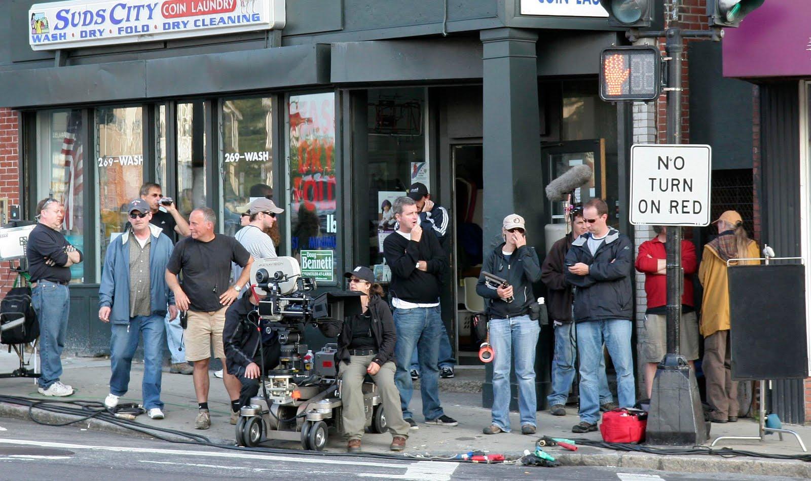 http://1.bp.blogspot.com/_9jUDh9G2PUA/S-4UwGRQ5iI/AAAAAAAAGEk/DpP1B7sTUvA/s1600/TheTown_FilmCrew.JPG