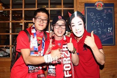 The South Korean also was putting on satan's Kim Jonah mask.