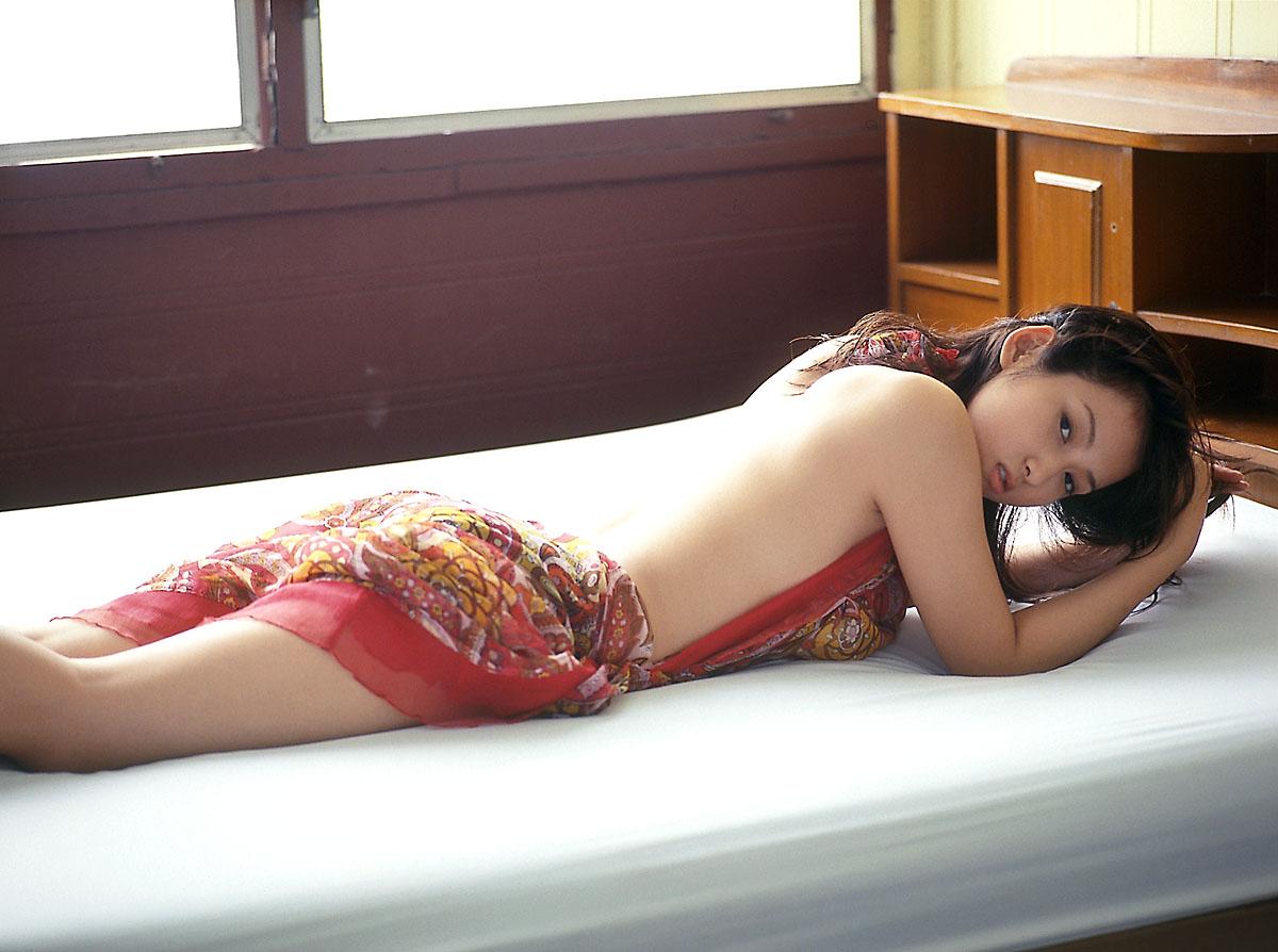 http://1.bp.blogspot.com/_9lN9Xn8UCLU/TU0gpwZtmuI/AAAAAAAAAGI/s7iMIADl5CE/s1600/Atsuko_Yamaguchi_27.jpg