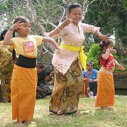 Tari Pendet Bali