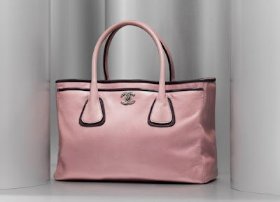 1a909ad7185b Carrying a leather handbag on different occasions is like promoting  yourself. It says that you have class in choosing things. There is only one  reason to ...