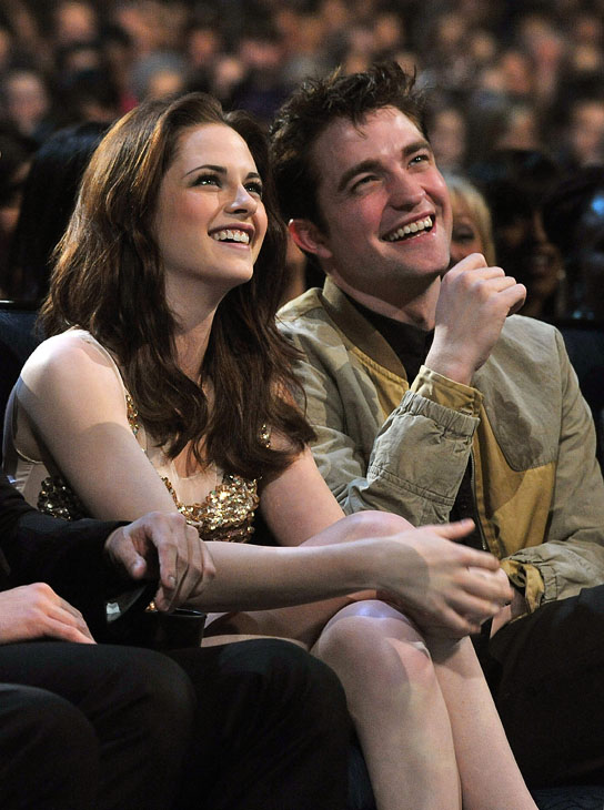 kristen stewart and robert pattinson engaged. Robert Pattinson and Kristen