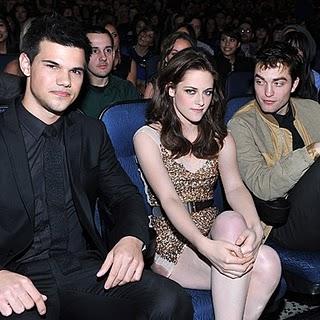 Kristen Stewart Peoplechoice Awards on Kristen Stewart Snub Robert Pattinson At The People   S Choice Awards