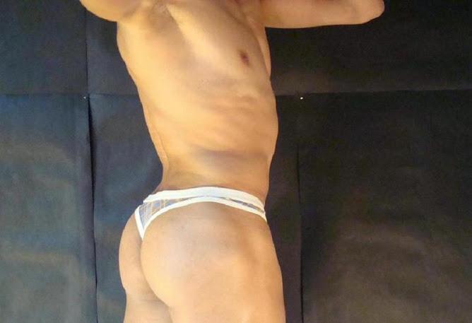 I LOVE GUYS WITH A HOT BUT ...IN A SEXY THONG...SHOWIN OFF THEIR ASS