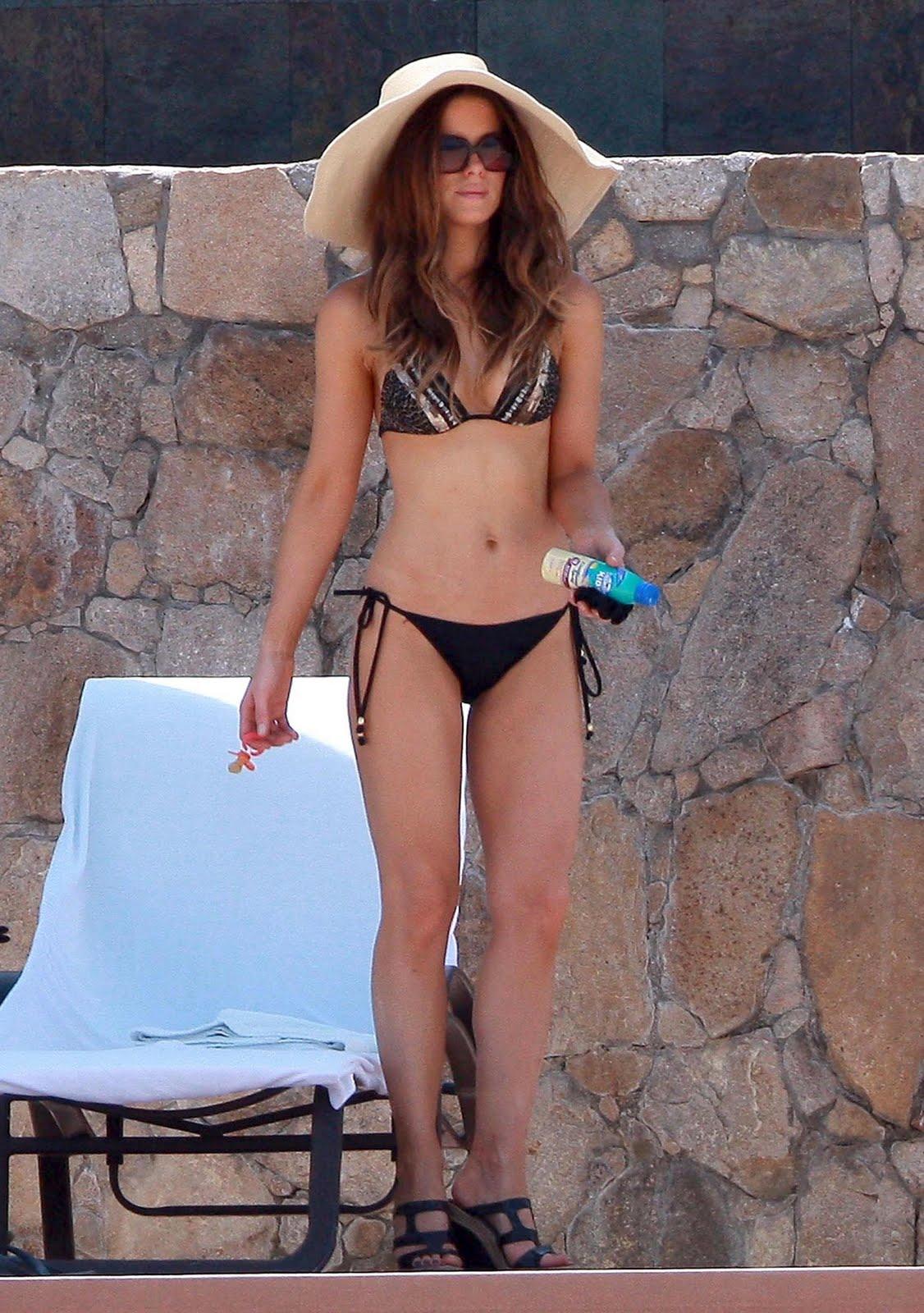 http://1.bp.blogspot.com/_9pqQRmXRkLs/TITqXEbSb6I/AAAAAAAAApI/sooTAFZ5wBA/s1600/Kate_Beckinsale_Bikini-2.jpg