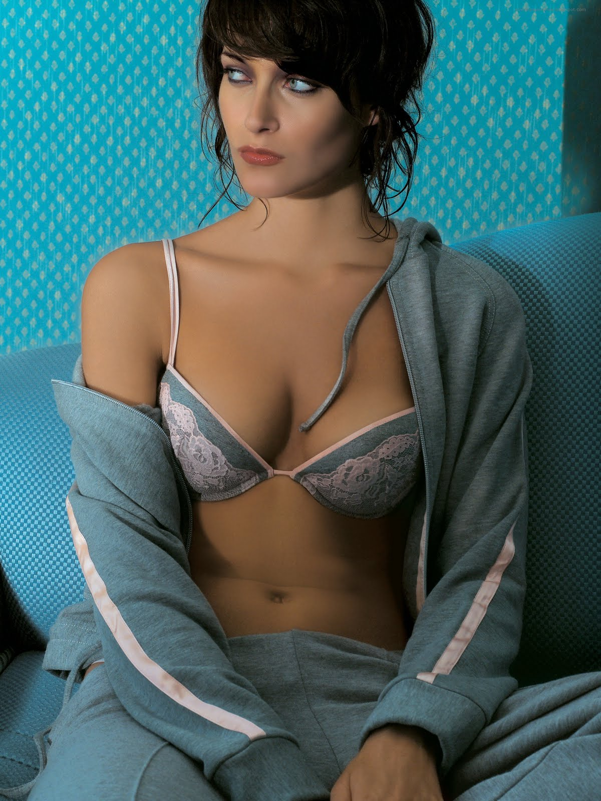 Putri mendem: Hot Celebrities Bra Collection Pictures Photos