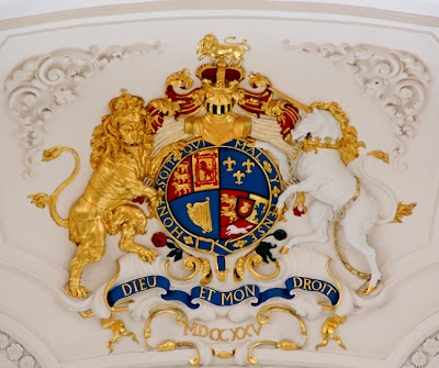Dieu Et Mon Droit is the motto of the British Monarchy, which appears on a