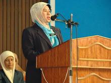 Pengetua SMKA Tok Jiring, Puan Hajah Zakiah bt Salleh.