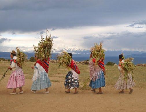 TRAJES TIPICOS DE BOLIVIA